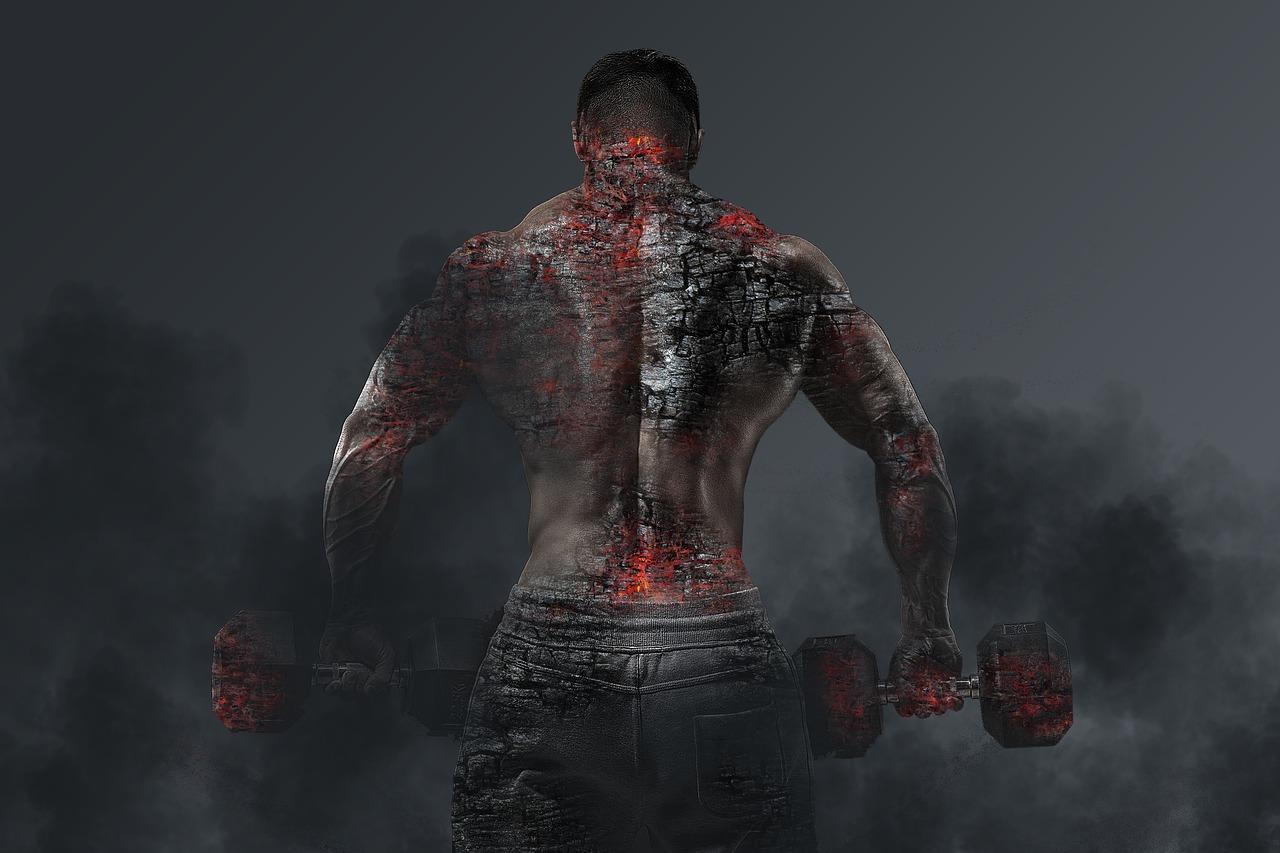 男性の背中の画像