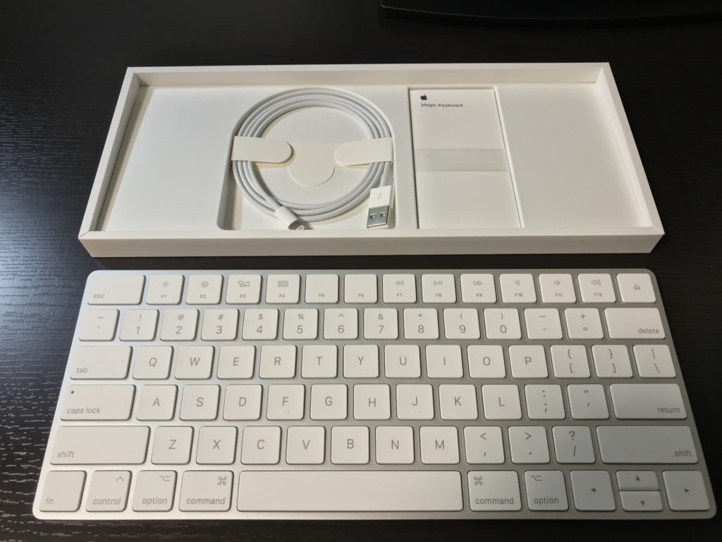 Magic Keyboard2の内容物