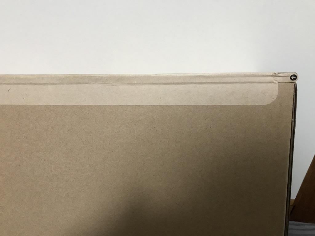 MacBook Air2020が入っている段ボール箱の開け口