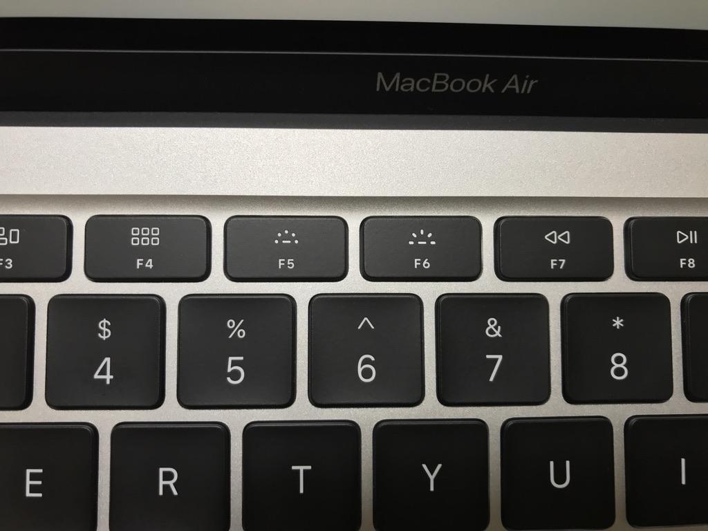 MacBook Airのキーボードのバックライトを調整するキー