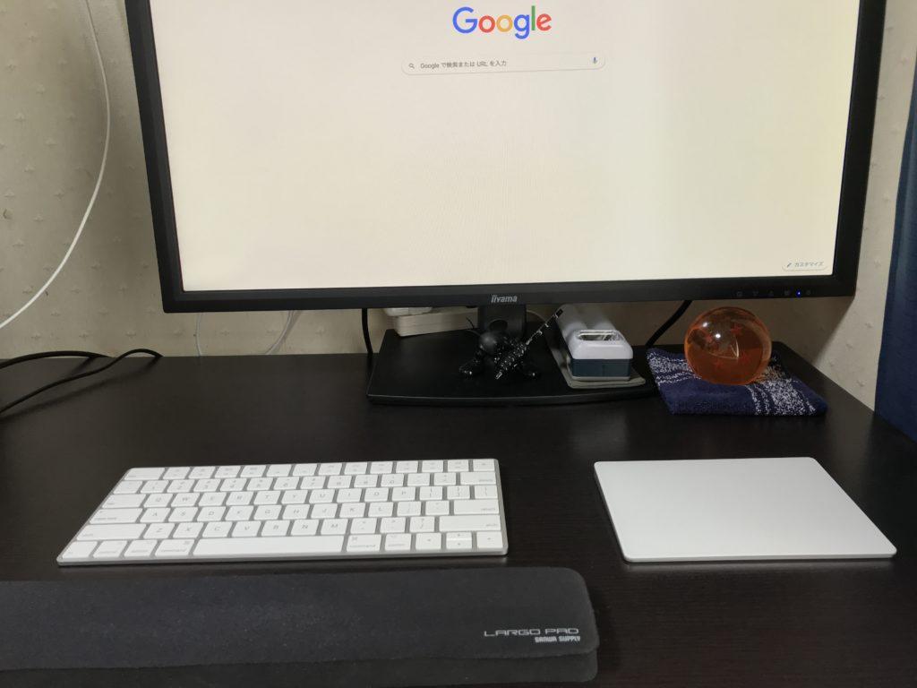筆者が使用している外部ディスプレイ、キーボード、トラックパッド