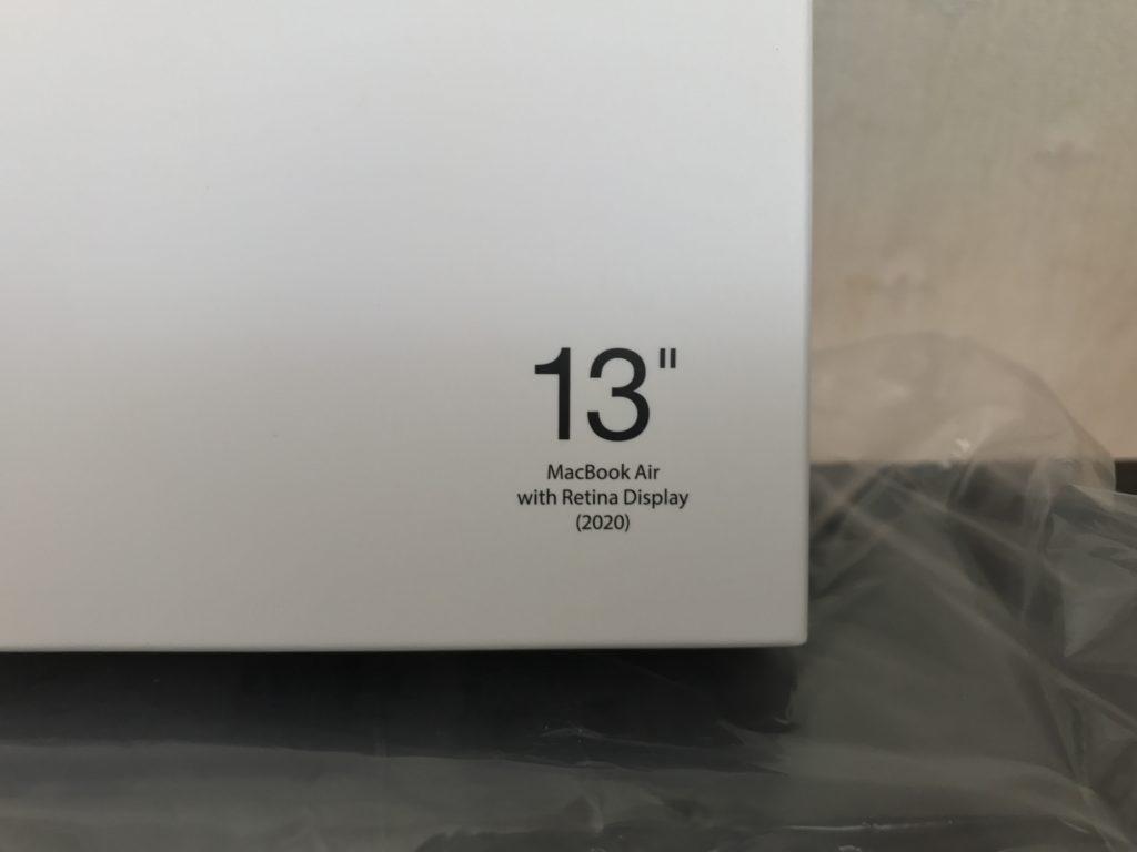 ハードケースのパッケージに記載されたモデル番号