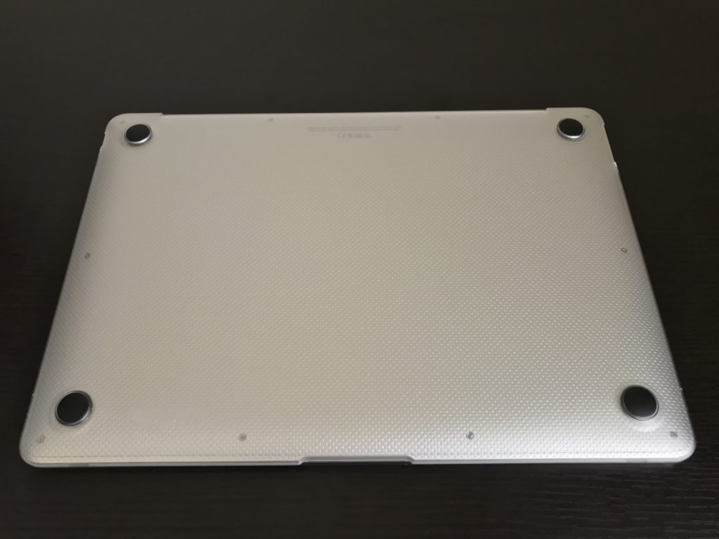 実際にMacBook Air2020にハードケースを装着した裏面