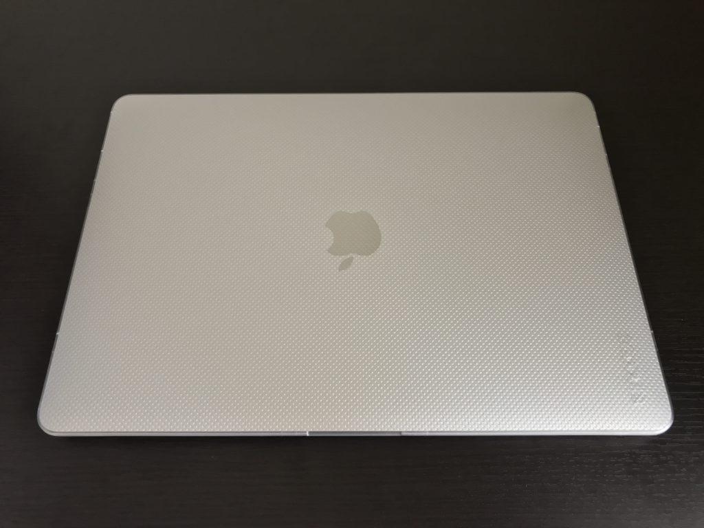 実際にMacBook Air2020にハードケースを装着した表面