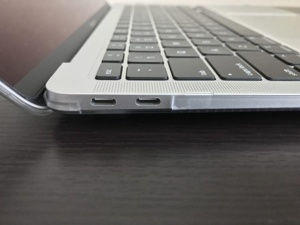 ハードケース装着時のMacBook Air2020のUSB-Cポート