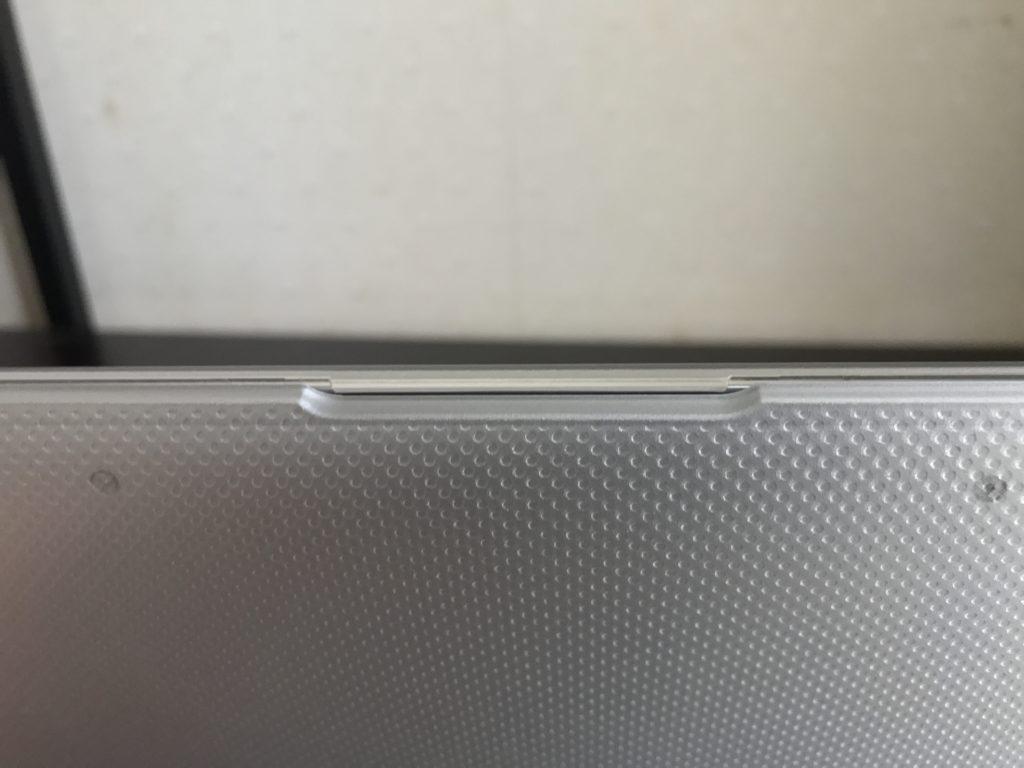 ハードケース装着時のMacBook Air2020のイヤホンジャック